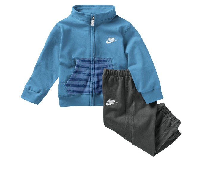 Nike Stripe Two-Piece (3-36 months) Infant Set за 900 руб.